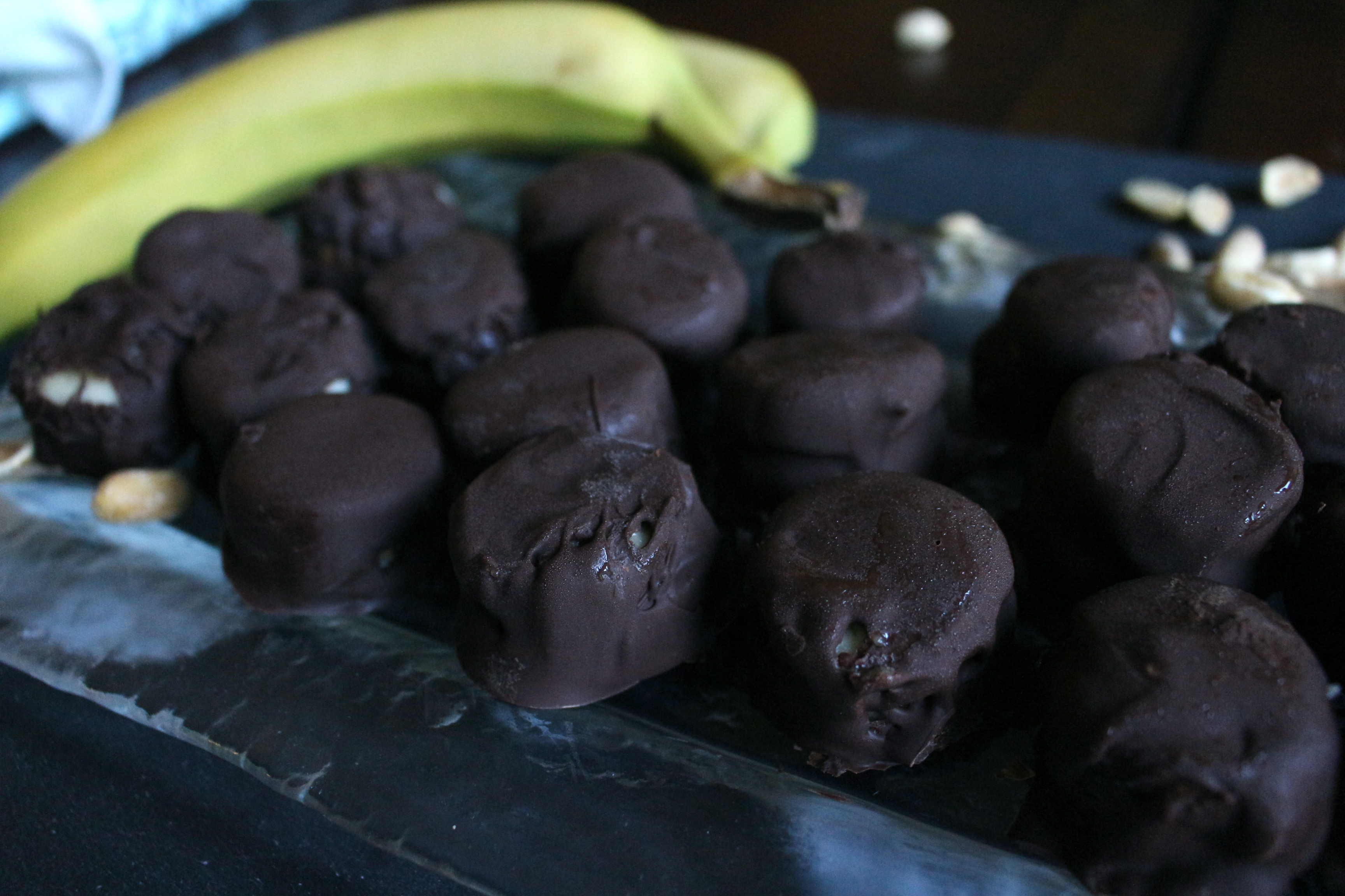 Frozen Chocolate-covered banana bites